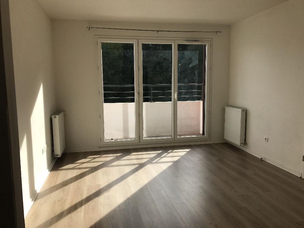 003902E0V0UP - Appartement à louerSUCY EN BRIE