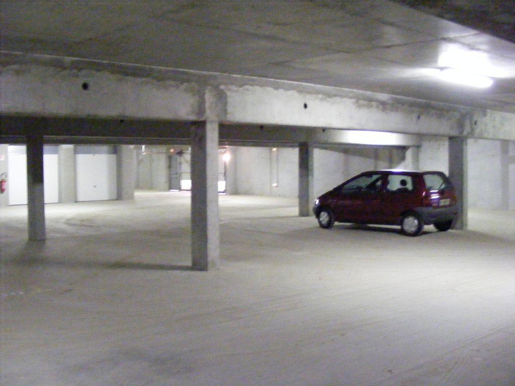 annonce vente parking garage caen 14000 270 300 992735916874. Black Bedroom Furniture Sets. Home Design Ideas