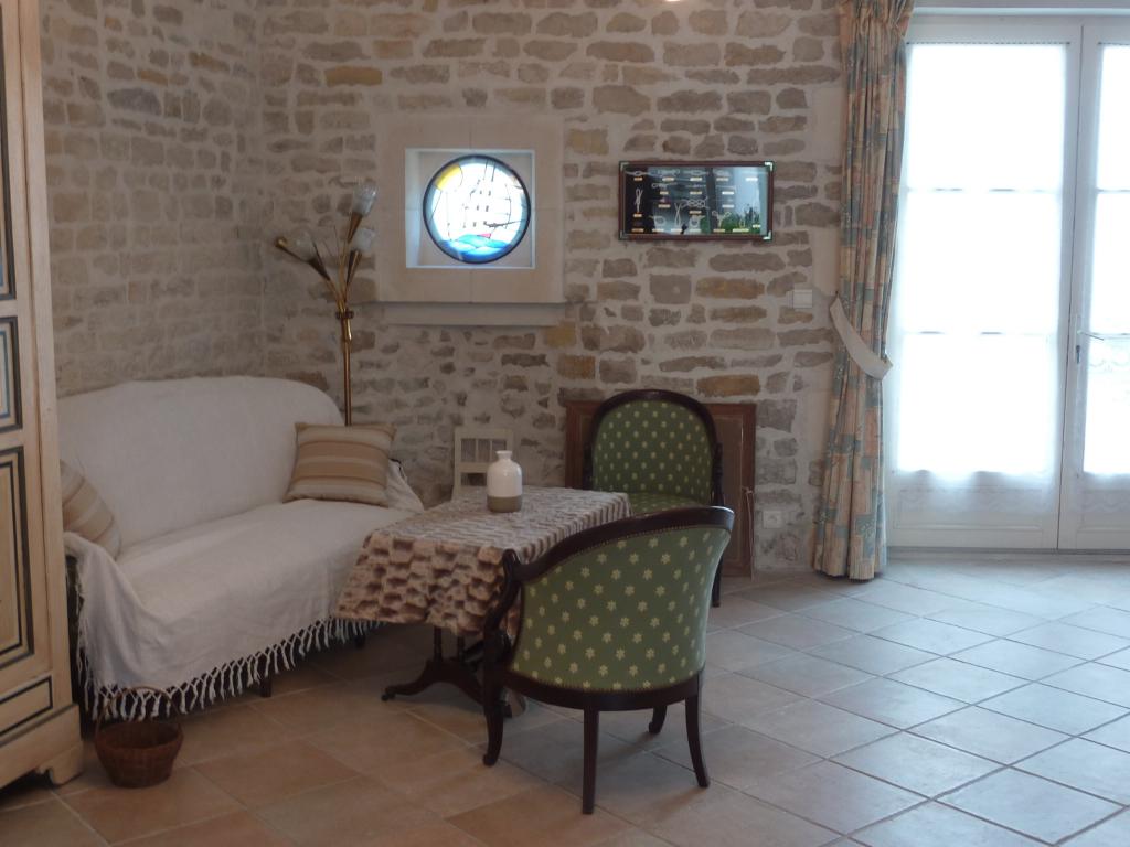 LA flotte CENTRE- maison de village en pierres de 210 m² avec cour SUD LA FLOTTE EN RE (17630)