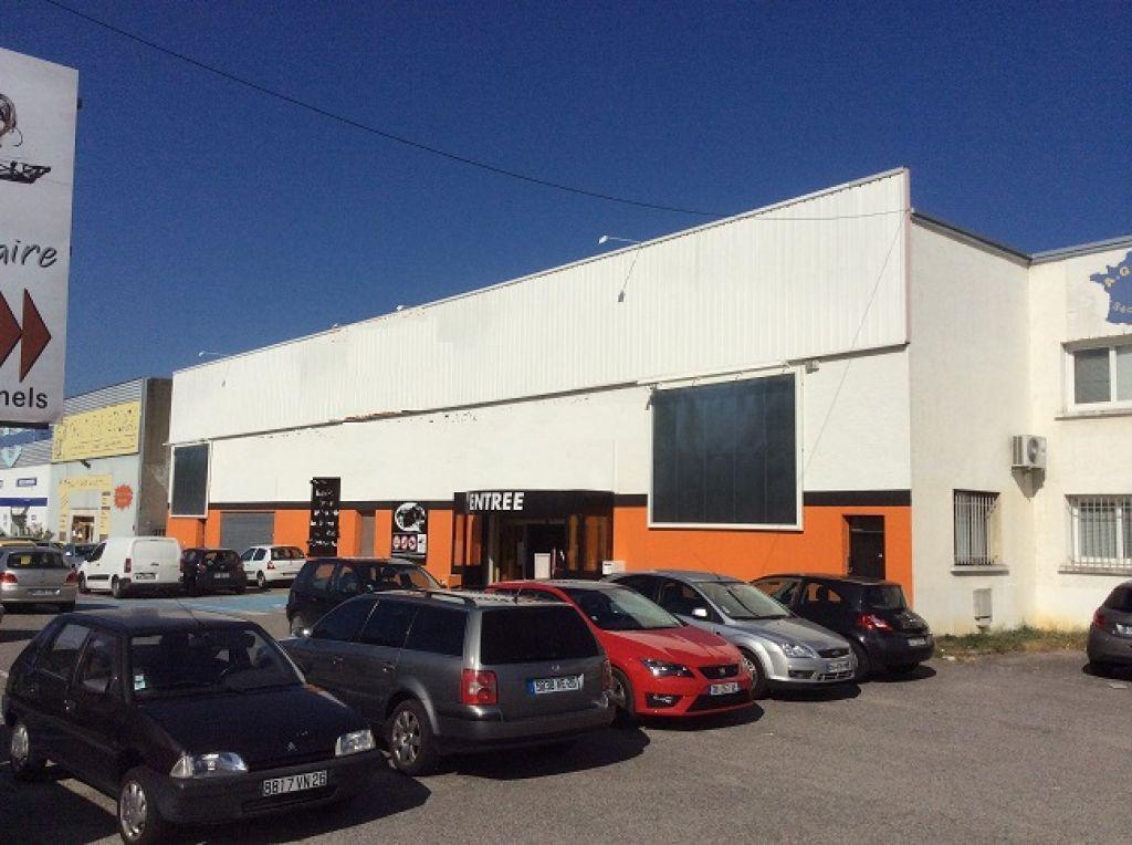 Romans sur Is�re, dans la Dr�me, � 1h au sud de Lyon, sur axe principal acc�s � la nouvelle zone commerciale (ouverture de 27 000 M� commercial en novembre 2014) -  Local de 2 200 M�,  Nombreux parking. . .