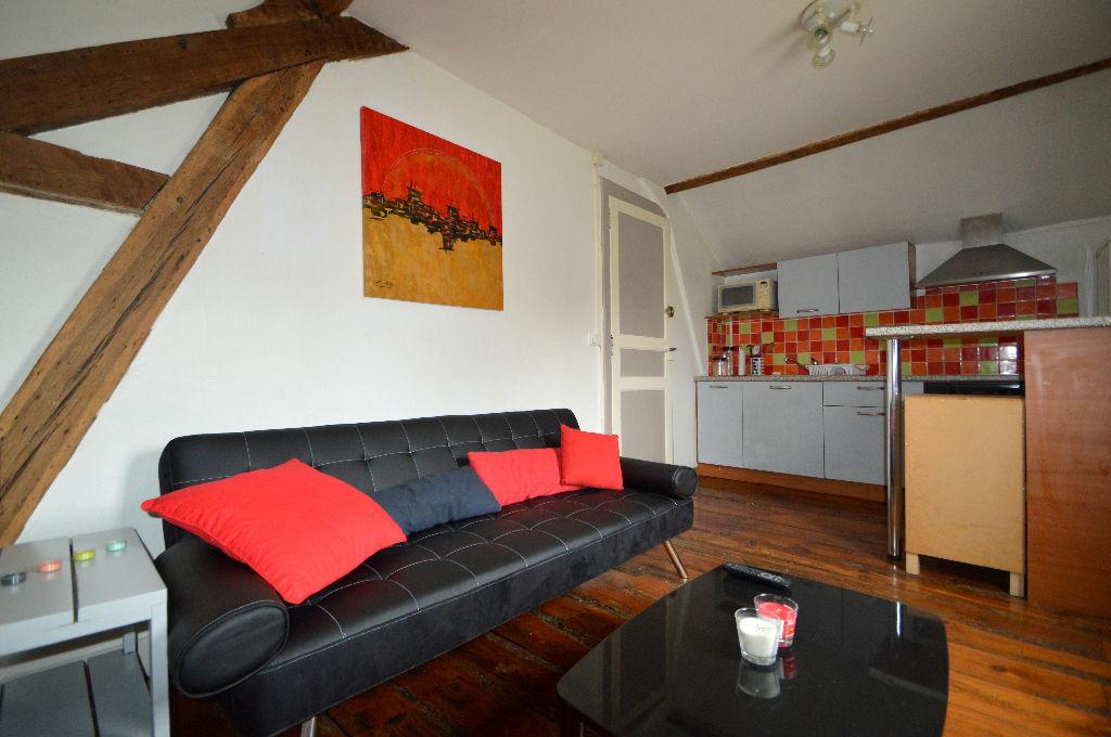 location appartement pau dernier etage appartement louer. Black Bedroom Furniture Sets. Home Design Ideas