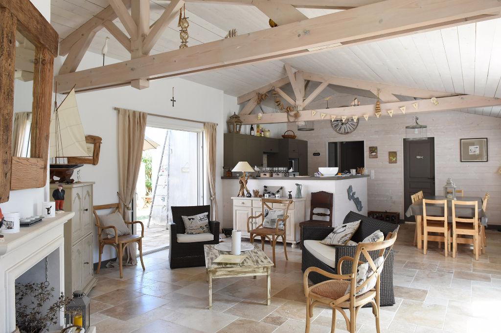 Maison La Couarde Sur Mer 7 pièce(s) 132 m2 LA COUARDE SUR MER (17670)
