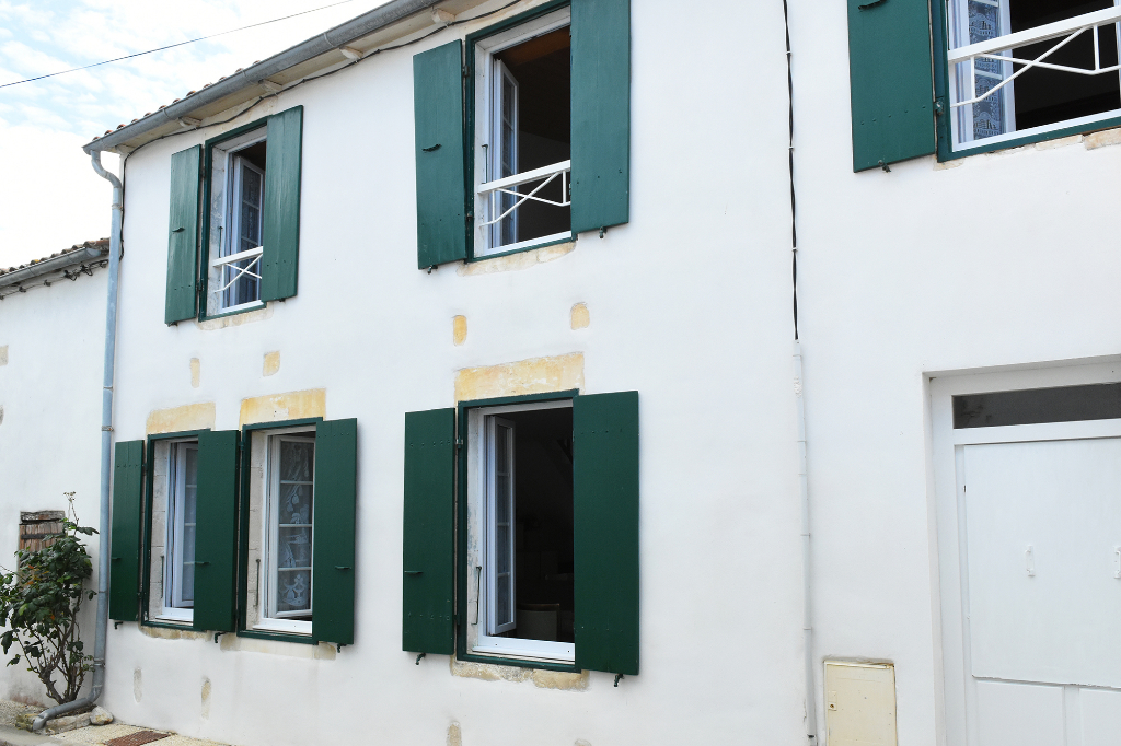 Maison  6 pièce(s) 140 m2 ST CLEMENT DES BALEINES (17590)