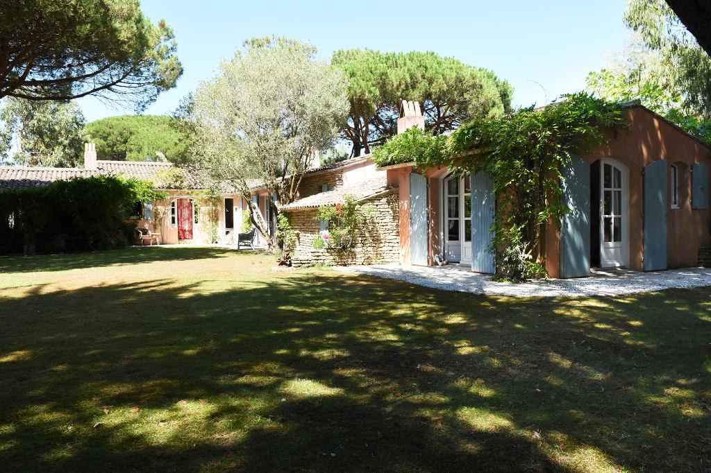 Maison Les Portes En Re 8 pièce(s) 320 m2 LES PORTES EN RE (17880)