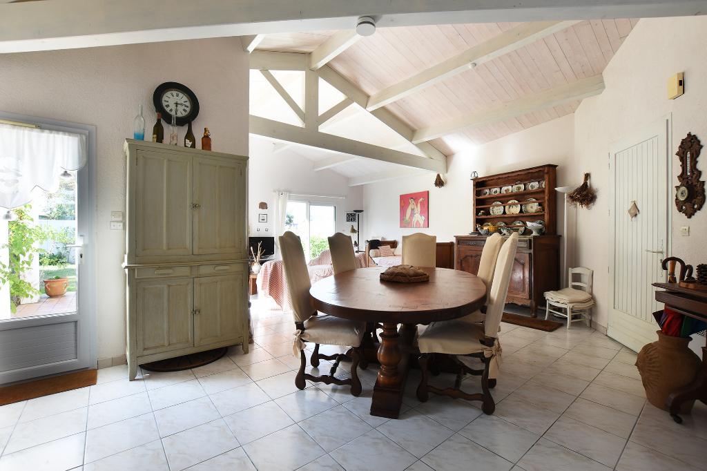 Maison Les Portes En Re  d'environ 90 m2 LES PORTES EN RE (17880)