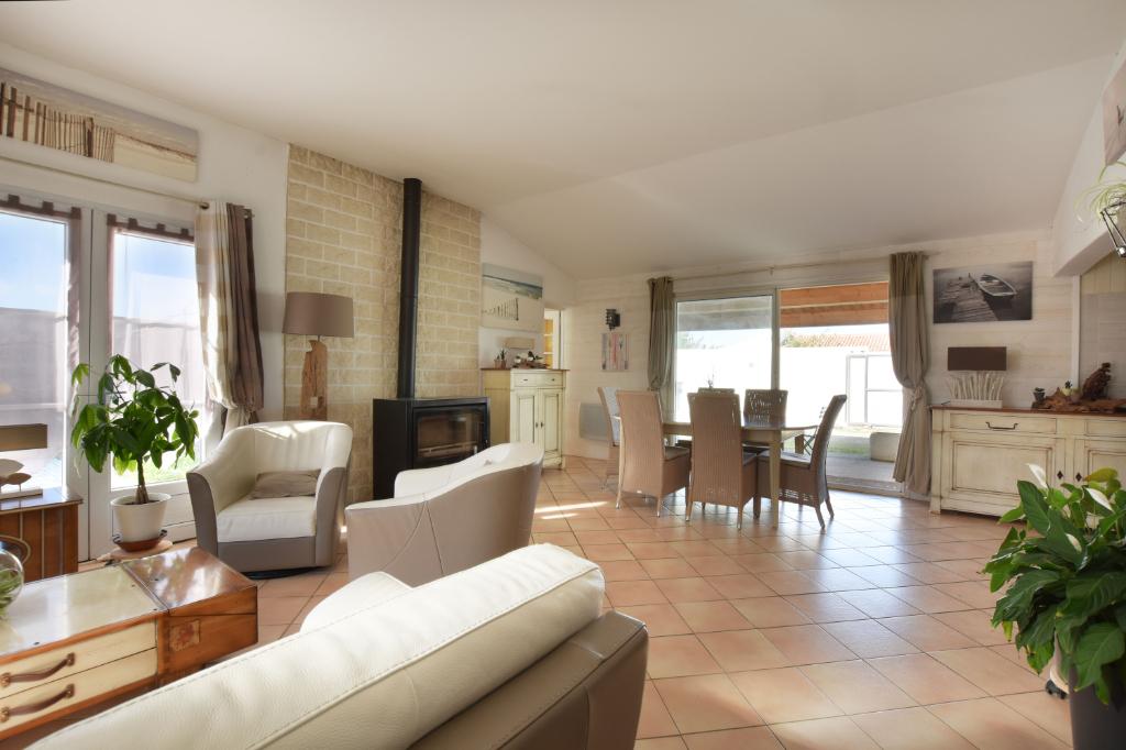 Maison  6 pièce(s) 167 m2 LOIX (17111)