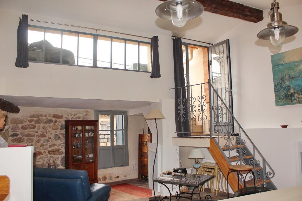PHOTO1 - Vente belle maison de ville avec terrasse vue sur les toits à Marseillan .