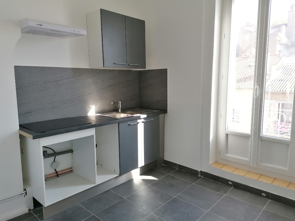 PHOTO1 - Location grand T2 de 56m² renove proche gare Beziers .