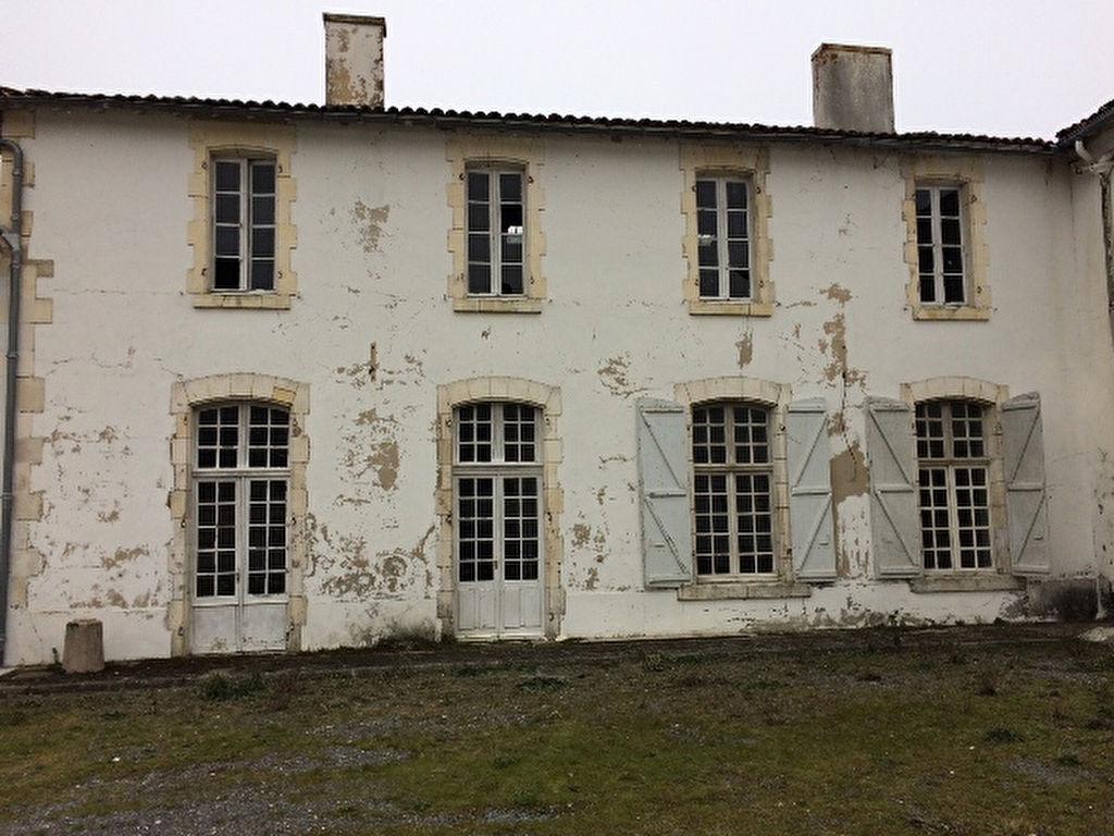 Maison Semussac 4 pièce(s) 206 m2 SEMUSSAC (17120)