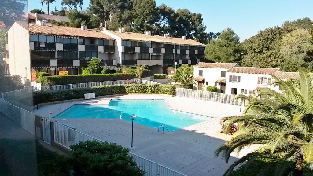 Appartement T2 La Seyne sur mer 83500 - quartier Tamaris vue mer piscine proche plage des Sablettes