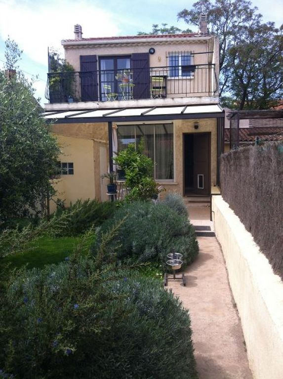 maison toulon ouest valbertrand les arenes avec tres joli jardin et garage immobilier la seyne. Black Bedroom Furniture Sets. Home Design Ideas