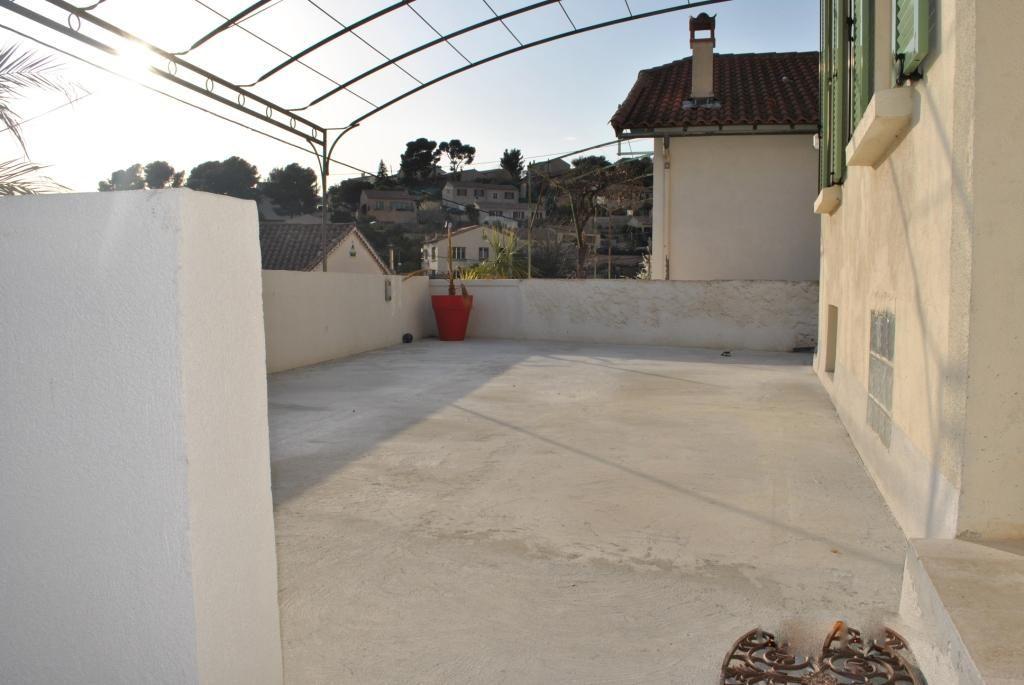 Toulon ouest villa t3 calme terrasse jardin garage for Garage la seyne sur mer