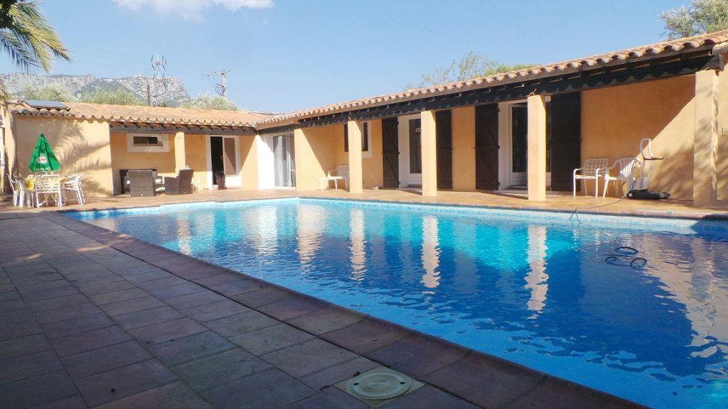 Maison t5 de plain pied de 140m toulon est secteur terre for Plan maison plain pied avec piscine
