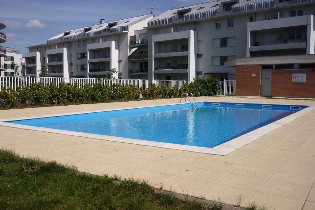 Essey-les-Nancy - F3 en résidence avec piscine et parking.