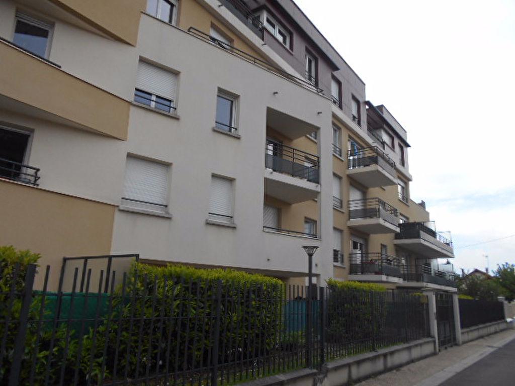 009056E0I8ZI - Appartement à louerCOMBS LA VILLE