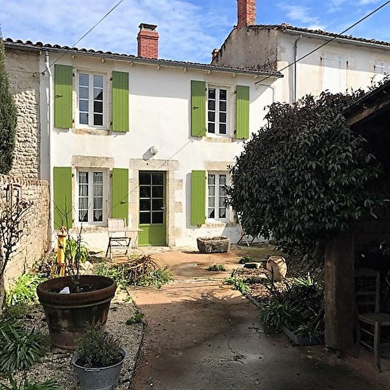 Maison  coeur de village de Sainte Marie de Ré de 6 pièces STE MARIE DE RE (17740)