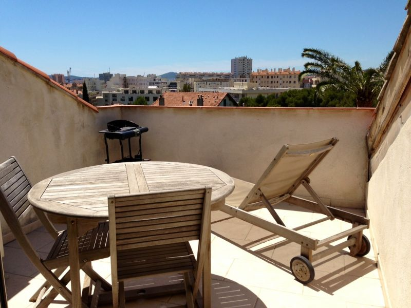Toulon appartement t2 renove avec terrasse tropezienne for Maison appartement