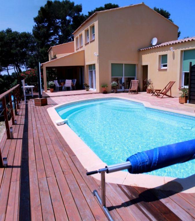 Superbe maison d 39 architecte type 6 avec vue mer piscine et garage immobilier la seyne sur mer 83 - Piscine debordement mer toulon ...