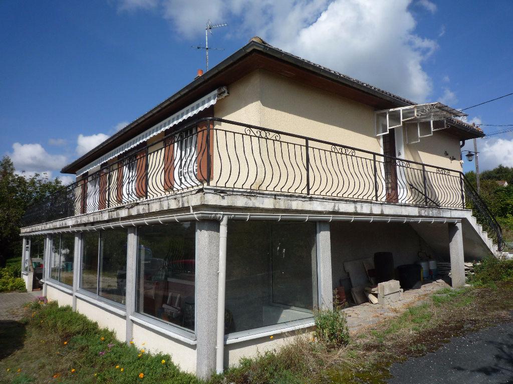 Maison à vendre - Méry Sur Cher  .Maison sur sous sol  ,trois chambres , grandes dépendances édifié sur 3 ha