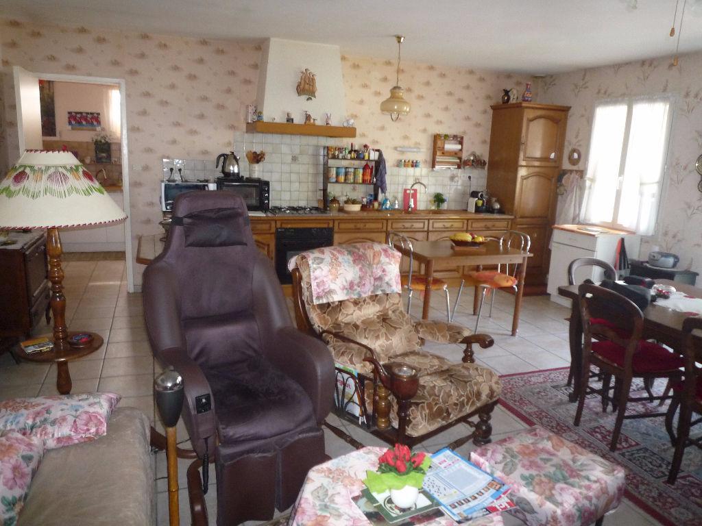Maison à vendre - Romorantin . Maison de plain pied , deux chambres véranda garage double ,terrain 557 m²