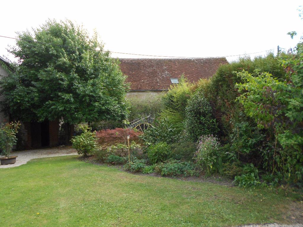 Maison à vendre - Propriété proche Romorantin sur un hectare - 2 maisons - étang.