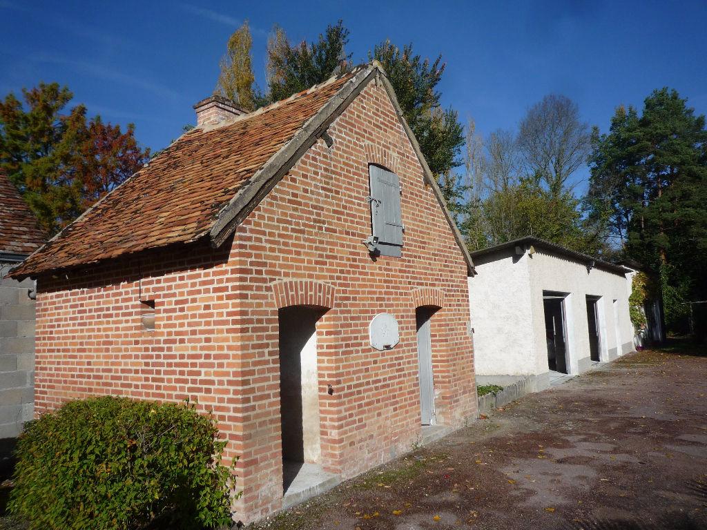 Maison à vendre - Selles Saint Denis .Dans un cadre exceptionnel Maison rénovée dans un parc de 17000 m²