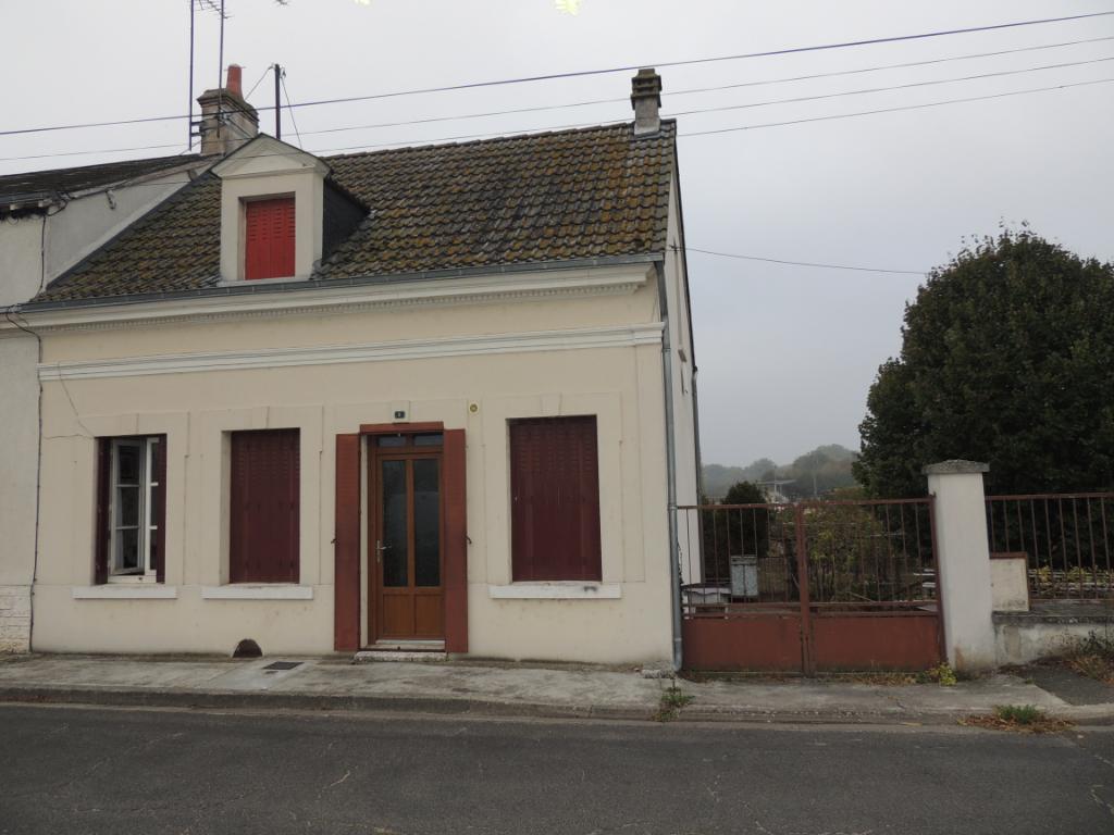 Maison à vendre - Maison à restaurer 75 m² avec jardin, proche centre ville.