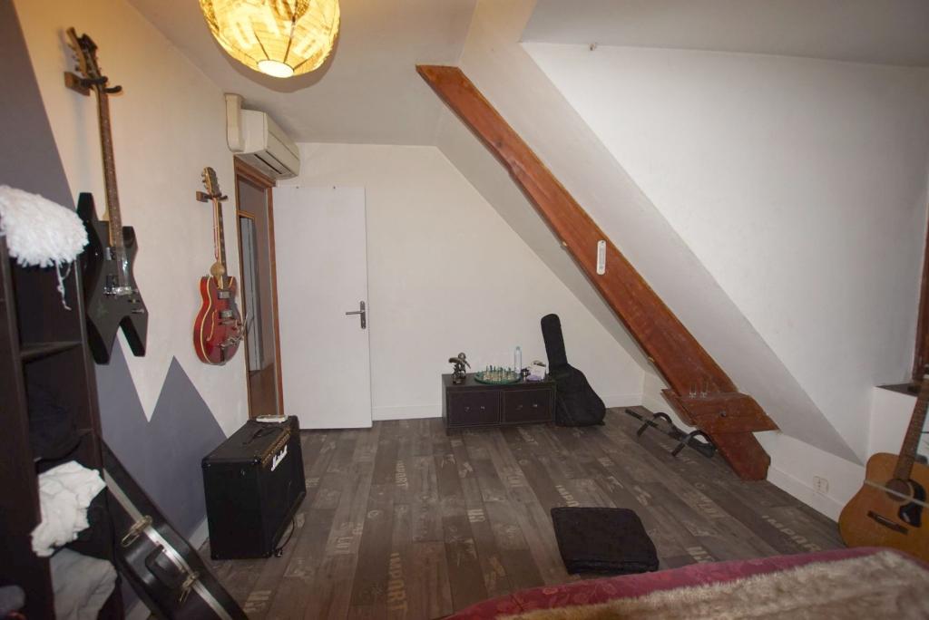 Maison à vendre - Maison 5 chambres -  terrain de 2437m² - proche centre ville.