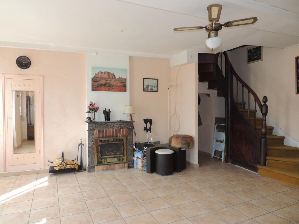 Maison à vendre - Maison à restaurer proche Saint-Aignan - cour intérieur et garage.