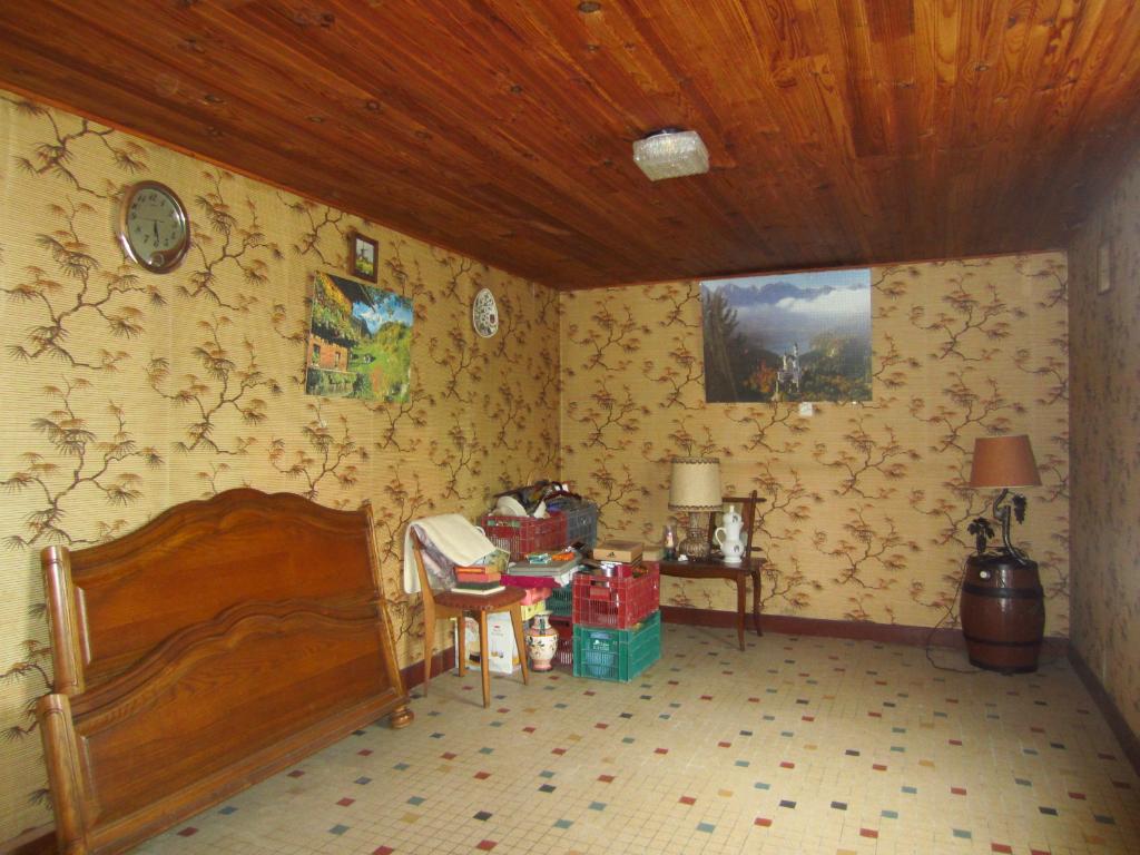 Maison à vendre - Longère à restaurer à 1 km du centre de Rougeou.