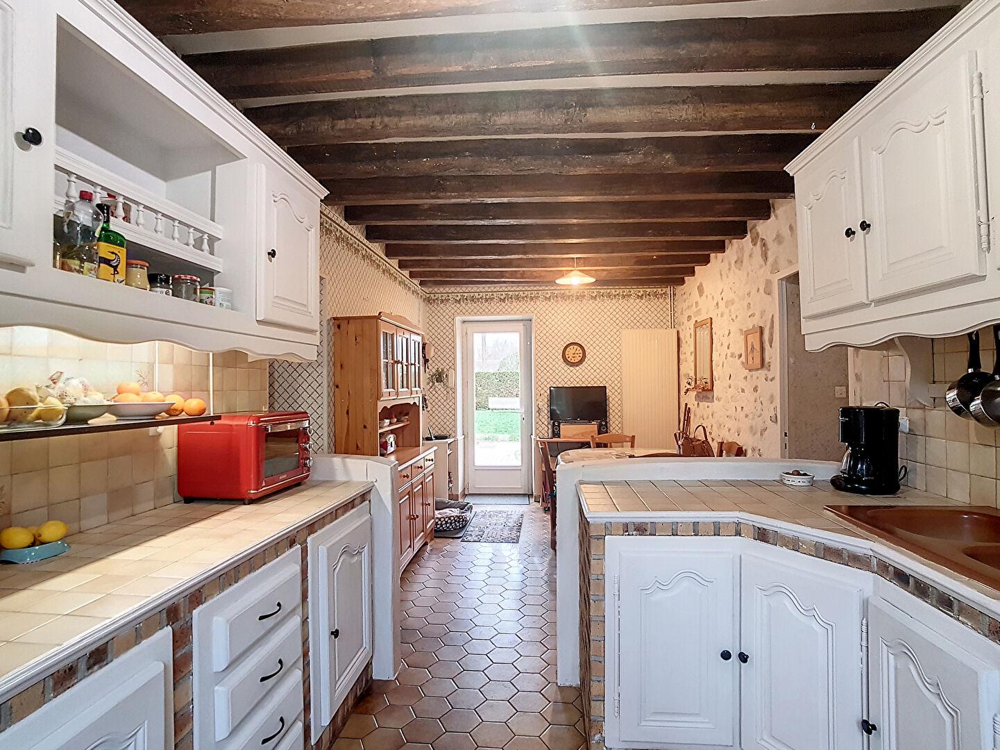 Maison à vendre - Agréable maison 4 chambres - terrain  4653 m² avec piscine couverte.
