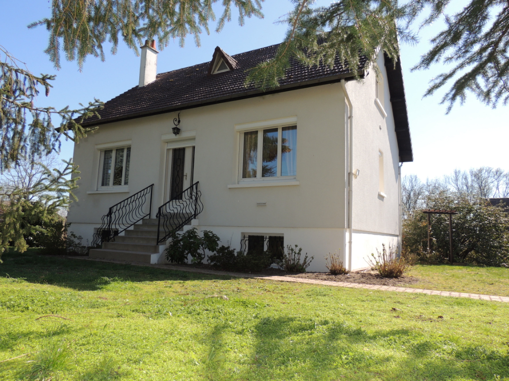 Maison à vendre - Agréable pavillon sur sous-sol -  Gièvres -100 m² - Jardin 1336 m².