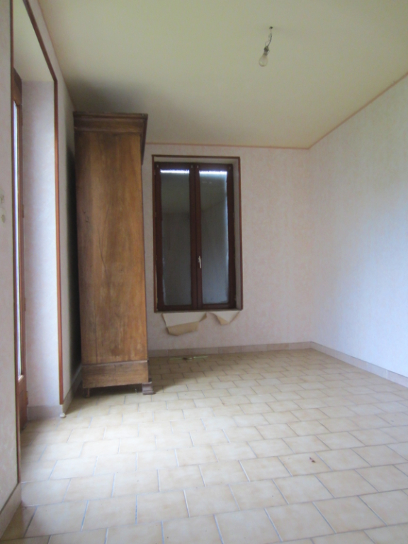 Maison à vendre - LONGÈRE située à 2 km du centre de la Vernelle.