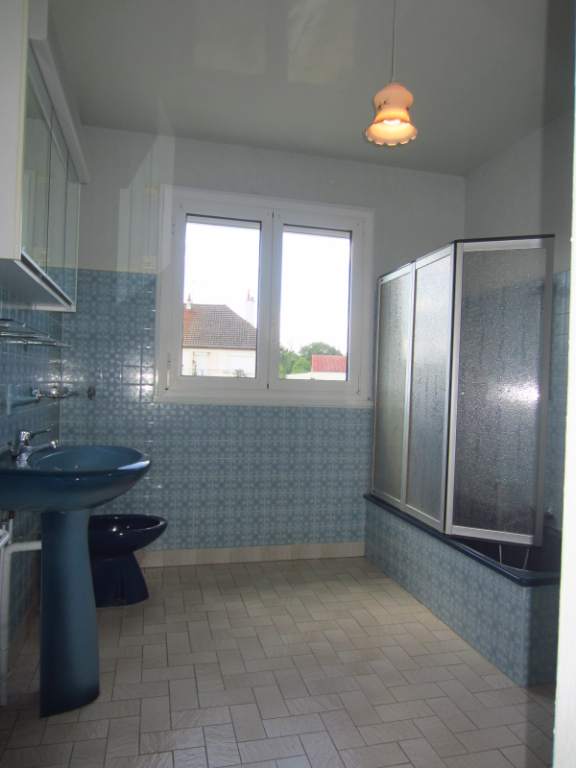 Maison à vendre - Maison sur sous-sol à 2 km du centre ville de Selles sur Cher.