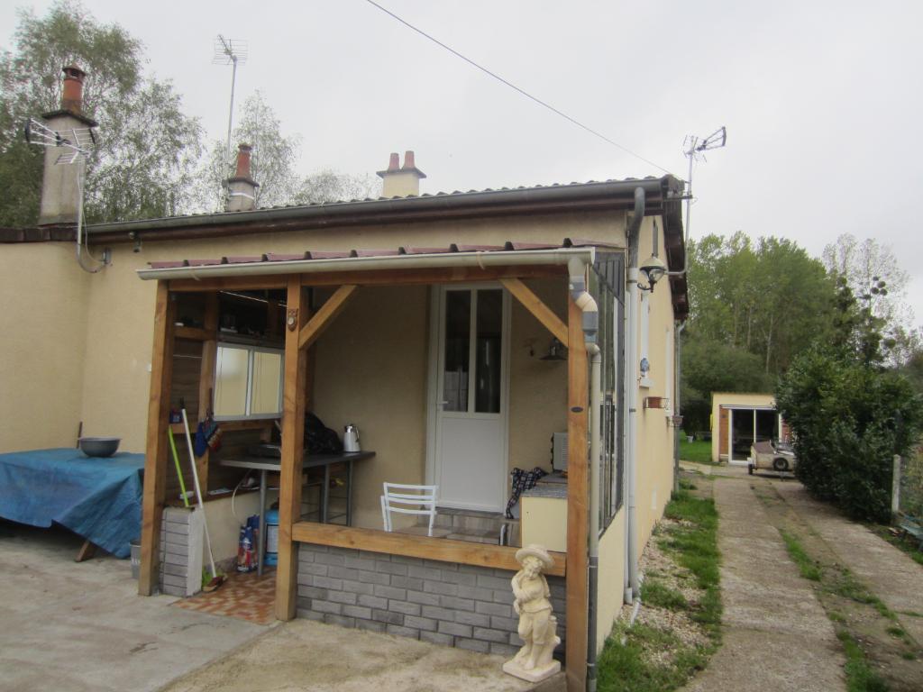 Maison à vendre - Maison plain pied à 2 km du centre ville de la Vernelle.